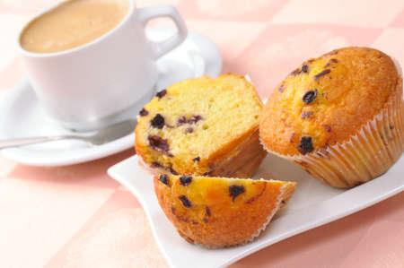 magdalenas: muffin y una taza de caf� Foto de archivo