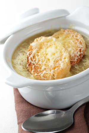 croutons: Onion soup with croutons and cheese