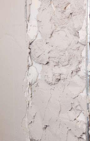 renovation de maison: Pl�tre sur un mur pendant la r�novation domiciliaire