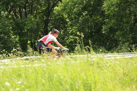 Mosc�, Rusia - 09 de junio: Michelle Hediger (Suiza) durante las carreras del European Bike Mountain Cross Country Championship en Mosc�, Rusia en el 09 de junio 2012 Foto de archivo - 14143823