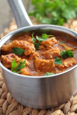 chicken curry: Huhn mit Petersilie Curry in einem Topf