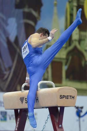 alberto: Mosc�, Rusia - 20 de abril de 2013: Alberto Busnari, Italia realiza ejercicio en caballo con arcos en la final del Campeonato de Europa de Gimnasia art�stica quinto en Mosc�, Rusia el 20 de abril 2013 Editorial