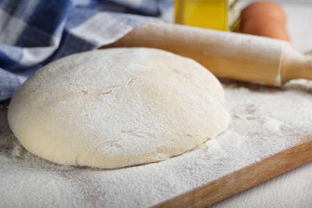 まな板: Leavened dough rising on the chopping board 写真素材