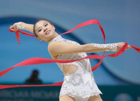 rhythmische sportgymnastik: Kiew, UKRAINE - AUGUST 30, 2013: Senyue Deng von China in Aktion w�hrend der 32. Rhythmische Sportgymnastik-WM in Kiew, Ukraine am 30. August 2013
