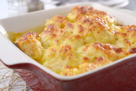 Cauliflower cheese in a baking dish Standard-Bild