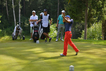 Tseleevo, regio Moskou, Rusland - 24 juli 2014: Andrey Pavlov van Rusland in actie in de Tseleevo Golf & Polo Club tijdens de M2M Russian Open. Deze internationale golftoernooi is het stadium van de Europese Tour