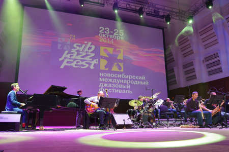 englishman: Novosibirsk, Russia - October 23, 2014: English jazz singer Anthony Strong at the piano during Sib Jazz Fest. The festival took place on October 23-25