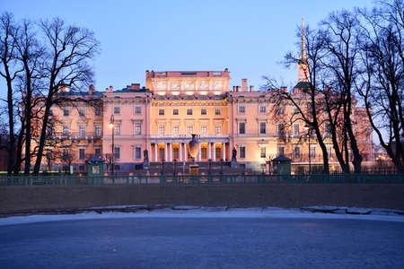 part of me: San Petersburgo, Rusia - 16 de marzo 2015: Vista de la fachada norte del castillo de St. Michaels. Construido en 1797-1801 como residencia del emperador Pablo I, ahora el castillo es la parte del museo ruso