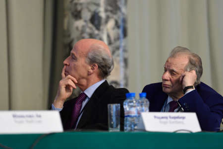 nobel: St. Petersburg, Russia - June 22, 2015: Nobel Prize Laureates Roger Kornberg left and Zhores Alferov during Saint Petersburg scientific forum Nanostructures: physics and technology. Seven Nobel Prize Laureates meet on the forum this year