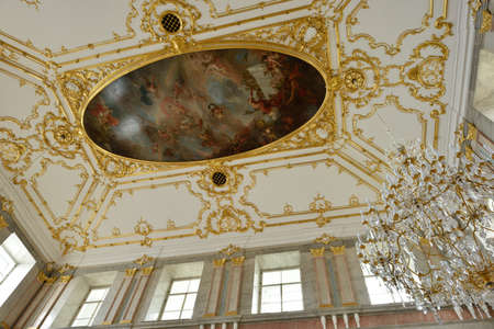 plafond: St. Petersburg, Russia - August 13, 2015: Ceiling in the restored interior of the Marble Palace. Built in 1768-1785 by design of Antonio Rinaldi, now the palace is the department of Russian Museum Editorial