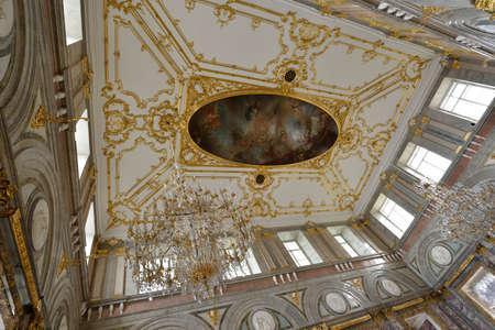 Russian palace: San Petersburgo, Rusia - 13 de agosto 2015: Techo en el interior restaurado del Palacio de M�rmol. Construido en 1768-1785 por el dise�o de Antonio Rinaldi, ahora el palacio es el departamento del Museo Ruso Editorial