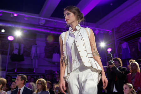 expose: St. Petersburg, Russia - September 14, 2015: Fashion show at the opening of the project Showroom 35. The project provides a unique free area for young St. Petersburg designers to expose their fashion collections Editorial