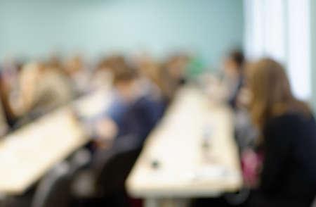 aula: Imagen desenfocada de los estudiantes en un aula Foto de archivo
