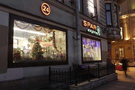 spar: St. Petersburg, Russia - December 8, 2015: People at the supermarket SPAR, 2, Karavannaya street. Founded in Netherlands in 1932, SPAR works in Russia since 2000