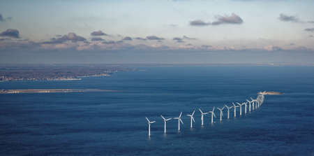 Luftaufnahme der Windpark in Öresund in der Nähe von Kopenhagen, Dänemark