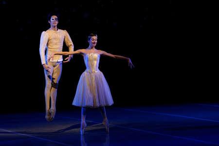 Saint-Pétersbourg, Russie - le 16 Décembre, 2015: Les acteurs dans une scène du ballet Casse-Noisette sur la scène du théâtre Mikhaïlovski lors de la cérémonie de clôture du 4 Saint-Pétersbourg Forum culturel international Éditoriale