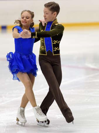 St. Petersburg, Russland - 18. April 2017: Eiskunstlauf-Wettbewerbe auf dem Prix von St. Petersburg Föderation der Eiskunstlauf. 150 Athleten aus 6 Regionen Russlands nehmen an den Wettbewerben teil Standard-Bild - 77201758