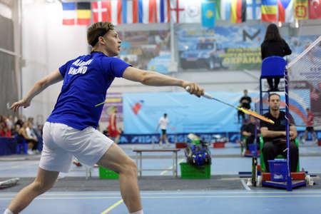 ganado: San Petersburgo, Rusia - 07 de julio 2017: Henri Aarnio de Finlandia (foto) vs Raúl Must de Estonia en el torneo de bádminton White Nights. Debe ganar 2: 0