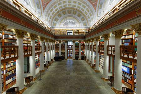 Helsinki, Finland - November 6, 2017: Binnenland van de Nationale Bibliotheek van Finland. Het gebouw werd in 1832 gebouwd naar ontwerp van de architect Carl Ludvig Engel