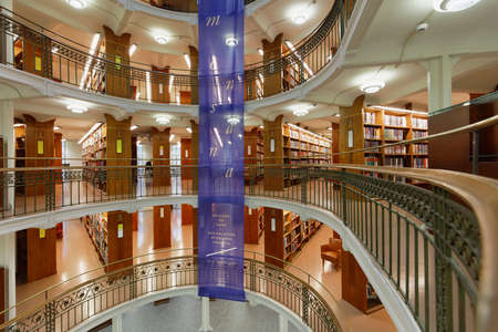 フィンランド国立図書館のヘルシンキ, フィンランド - 2017 年 11 月 6 日: インテリア。建物は 1832 年に建築家カール Ludvig Engel の設計によって建立さ