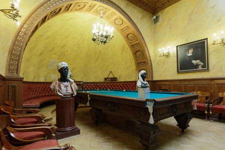 세인트 피터스 버그, 러시아 -2011 년 8 월 30 일 : 당구 방으로 마지막 소유자에 의해 사용 Yusupov 궁전에서 터키어 연구의 인테리어. 궁전은 상트 페 테르
