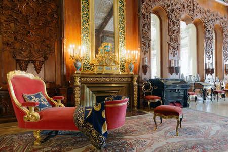 상트 페테르부르크, 러시아 -2011 년 8 월 30 일 : Yusupov 궁전 뮤지컬 드로잉 룸의 내부. 궁전은 XVIII 세기 후반에 세워졌으며 지금은 상트 페테르부르크 백과 사전으로 귀족적입니다. 스톡 콘텐츠 - 91643335