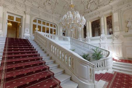 상트 페테르부르크, 러시아 -2010 년 8 월 30 일 : Yusupov 궁전의 주요 계단. 궁전은 18 세기 후반에 세워졌으며 지금은 스톡 콘텐츠 - 91643343