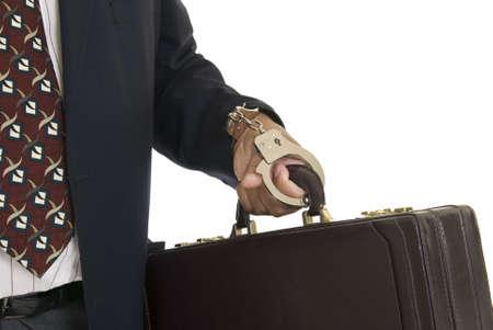 cuffed: Estados Unido mano masculina manguito para un malet�n.  Foto de archivo