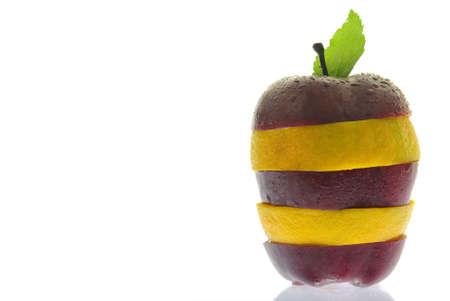 distinguish: Slices of apple and orange alternate to create a unique fruit