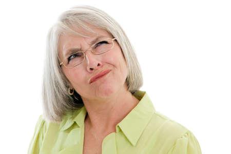 persona confundida: Madurita, atractiva mujer cauc�sica haciendo una cara confundida Foto de archivo