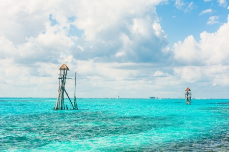 mujeres: Observation tower in the tropical ocean Stock Photo