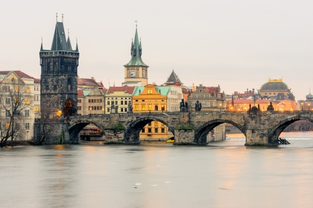 vltava: Charles Bridge  a k a  Stone Bridge, Kamenn� most, Prague Bridge, Pra sk� most  over Vltava river in Prague, Czech Republic