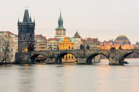 les plus: Pont Charles aka pont en pierre, Kamenn plus, Prague Bridge, Pra sk plus sur la rivi�re Vltava � Prague, en R�publique tch�que