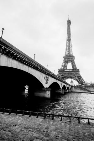 d'eiffel: Eiffel tower, La Seine and bridge in Paris, France
