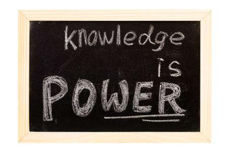 """knowledge: Es ist eine Tafel geschrieben """"Wissen ist Macht"""" Slogan. Lizenzfreie Bilder"""
