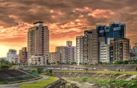 lak�hely: View of city landscape with buildings and park near river.