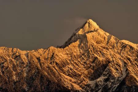 새벽에 산 피크입니다. 대만의 동아시아 최고봉 산. 비취, 후지산 Morrison, Yu shan 또는 Yushan. 스톡 콘텐츠