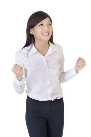 excitacion: Mujer de negocios con excitaci�n, portarretrato retrato de dama de oficina orientales sobre fondo blanco.