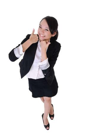 excitacion: Mujer de negocios sonriente con expresi�n de excitaci�n, retrato de longitud completa aislado sobre fondo blanco.  Foto de archivo