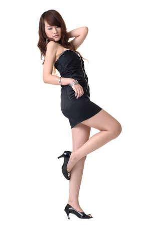belles jambes: Sexy posent Asie moderne Dame, portrait de pleine longueur isol�e sur fond blanc. Banque d'images