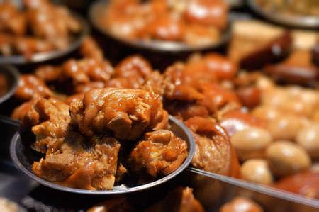 chuparse los dedos: Mezcla de soja carne, cerdo madura en mercado en Taiwan, Asia.