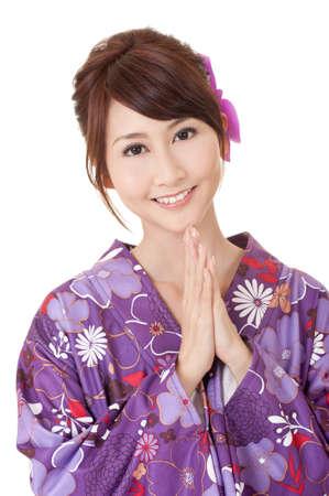 Japonesa Mujer rezando, closeup retrato de belleza asiática en kimono.