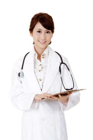 lekarz: Kobieta lekarz medycyny azjatyckich, Portret przeznaczone do walki radioelektronicznej na biaÅ'ym tle. Zdjęcie Seryjne