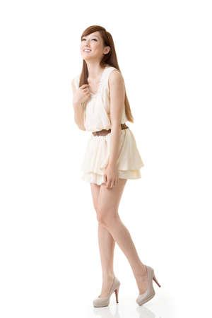 Aziatische schoonheid, volledige lengte portret geïsoleerd op een witte achtergrond. Stockfoto