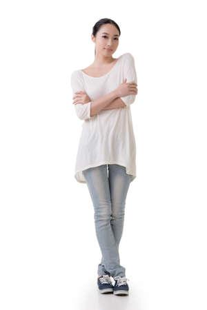 full length: Aziatische jonge vrouw met casual kleding, volledige lengte portret Stockfoto