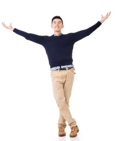 興奮してのアジアの若い男、完全な長さの肖像画。 写真素材