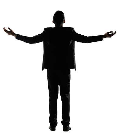 manos abiertas: Silueta del hombre de negocios asi�tico brazos abiertos no dude, vista posterior, retrato de cuerpo entero sobre fondo blanco.