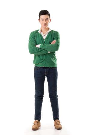 lleno: Hombre asi�tico joven atractiva, retrato de cuerpo entero sobre fondo blanco. Foto de archivo