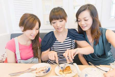 Nachmittagstee Zeit mit Freunden im Restaurant.