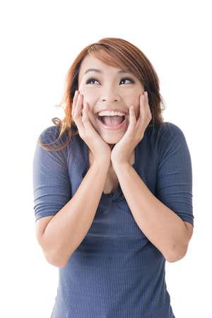 Opgewonden gelukkig Aziatisch meisje gezicht, close-up portret.